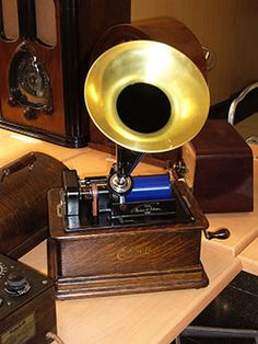 """Edison - Standard Classic Phonograph"" !...  http://about.me/Samissomar"
