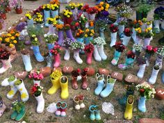 Rain boot planters is the hottest garden trend. Use these 15 DIY ideas to turn your old boots into flower planters. Tall Planter Boxes, Diy Wood Planters, Square Planter Boxes, Planter Box Plans, Wood Planter Box, Flower Planters, Flower Pots, Garden Planters, Metal Garden Trellis