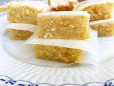 Preheat oven to moderate, Lightly grease a 20 x slice pan. Line base and sides with ba. Coconut Icing, Coconut Slice, Lemon Icing, My Dessert, Dessert Recipes, Healthy Sweet Snacks, Healthy Food, Easter Chocolate, Brownie Bar