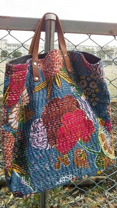 Crochet ideas that you'll love Embroidery Bags, Japanese Embroidery, Patchwork Bags, Quilted Bag, Shashiko Embroidery, Boro Stitching, White Tote Bag, Fabric Purses, Boho Bags