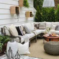 outdoor pltze Choosing a certain backyard decor can be either easy or difficult. This list of backyard decor ideas will inspire you to get a cozy outdoor living space! Patio Diy, Casa Patio, Backyard Patio, Patio Ideas, Backyard Ideas, Balcony Ideas, Porch Ideas, Backyard Landscaping, Outdoor Rooms