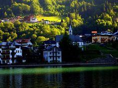 Alleghe vista dal lago Belluno Dolomiti Veneto Italia