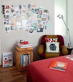 A parede virou um mural de fotos com lona, da JRJ, sobre painel de cortiça, no projeto de Ricardo Miura e Carla Yasuda