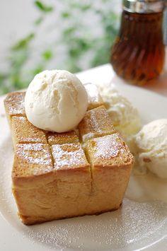 I'm craving brick toast. Long Beach California why are you so far. Awesome Food, Good Food, Brick Toast, Breakfast Recipes, Dessert Recipes, Honey Bread, Sandwiches, Honey Toast, Pizza