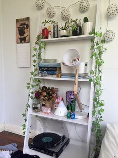 """twigdoll: """" My room is a tip after packing for Splendour and then getting home and dumping it everywhere 😖😖😖 (ig """" Room Ideas Bedroom, Home Bedroom, Bedroom Decor, Bedrooms, Bedroom Inspo, Decoracion Habitacion Ideas, Pretty Room, Aesthetic Room Decor, Dream Rooms"""
