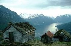 Hytter overlooking a fjord.