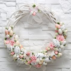 Adorable Easter Wreath Decoration Ideas With Egg And Bunny; Easter Wreath Decoration Ideas With Egg And Bunny; Easter Wreaths, Christmas Wreaths, Easter Garland, Spring Wreaths, Diy Wreath, Spring Crafts, Easter Crafts, Flower Arrangements, Floral Wreath