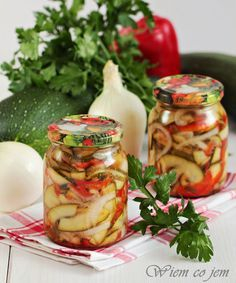 Zimowa sałatka z cukinii-rewelacja Canning Vegetables, Czech Recipes, Homemade Pickles, Meals In A Jar, Polish Recipes, Vegetable Salad, Canning Recipes, Soup And Salad, Chutney