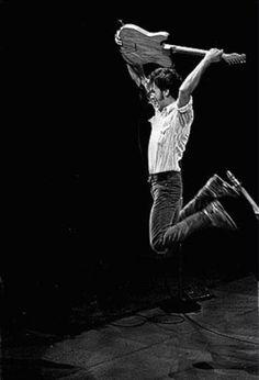 Bruce Springsteen and the mystical, magical AIR TIME . Live Music, Rock Music, New Music, George Harrison, Elvis Presley, The Boss Bruce, Just Keep Walking, Foto Picture, Bruce Springsteen The Boss