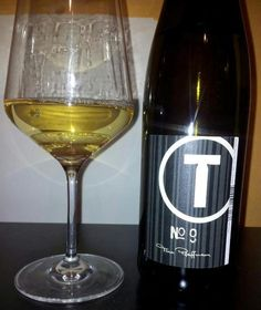 Der Riesling No9 von Tina Pfaffmann Online Magazine, White Wine, Alcoholic Drinks, Glass, Alcoholic Beverages, Drinkware, White Wines, Liquor, Glas