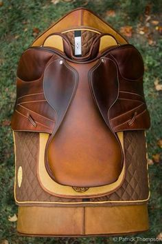 Saddles and Horse Blankets - HorseMoja Equestrian Outfits, Equestrian Style, Equestrian Fashion, Dressage, English Horse Tack, English Saddle, Horse Gear, Horse Saddles, Horse Love