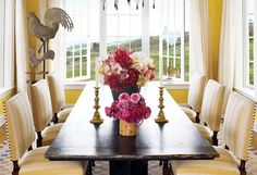 Oprah's yellow dining room in Hawaii. Yellow Dining Room, Yellow Chairs, Yellow Walls, Hawaiian Homes, Beautiful Dining Rooms, House Beautiful, Dining Room Inspiration, Color Inspiration, Interior Inspiration