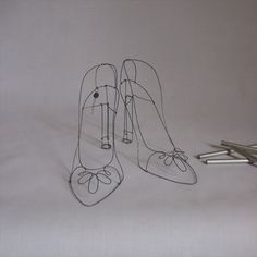objets fils de fer sculptures et objets: wire shoes