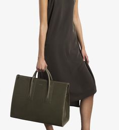 Big Is Beautiful! 12 Supersized Vegan Bags Big On Style - Eluxe Magazine
