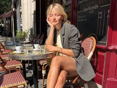 At Who What Wear, we are constantly inspired by French-girl style. Discover 11 fashion items French girls are wearing now that look expensive. Date Outfit Casual, Date Outfits, Spring Outfits, Parisian Summer, Parisian Style, French Girl Style, French Girls, French Outfit, Trendy Tops