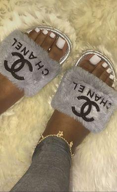 190eb765c3 98 meilleures images du tableau    Chanel    en 2019