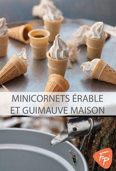 On combine deux petits plaisirs qui rappellent l'enfance : les cornets à la tire d'érable et ceux à la guimauve!