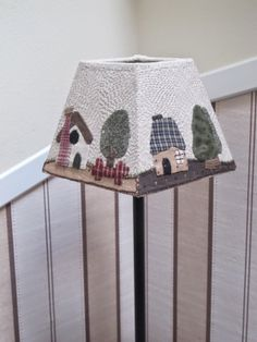 La lampara Small Quilt Projects, Quilting Projects, Sewing Projects, Country Lamps, Japanese Patchwork, Lamp Cover, House Quilts, Lampshades, Lampshade Ideas