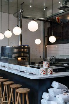 Rebel Yell: the Italian sibling chefs inspired by a disorderly radio station begin their London transmission. Italian pizza restaurant in London with white marble high bench to watch open kitchen Pizza Restaurant, Open Kitchen Restaurant, Deco Restaurant, Pizza Kitchen, Restaurant Lighting, Italian Restaurant Decor, Kitchen Oven, Pizzeria Design, Restaurant Design