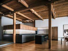 Cozinha Contemporânea. Arquiteto: LINEOFFICE Architecture. Fotógrafo: Joe Fletcher.