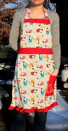 FREE TUTORIAL for a pattern on how to make this easy apron - I want to make one before baking season gets here...