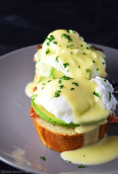 A delicious and simple eggs benedict recipe made with avocado, bacon and toasted French bread. No double boiler required.