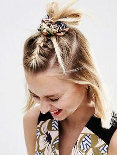 """Scruntchy Comeback: """"Haarband mit geometrischem Blumenmuster"""" von Asos Africa."""