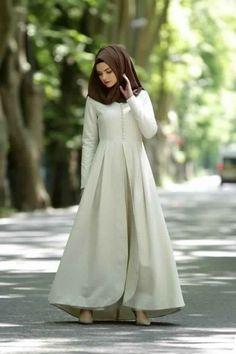 Plain simple but cute! Muslim Dress, Hijab Dress, Dress Up, Modest Dresses, Modest Outfits, Simple Dresses, Abaya Fashion, Modest Fashion, Moslem Fashion