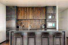 kuchnia  - elemnty drewniane   - odpowiedni odcień szarości