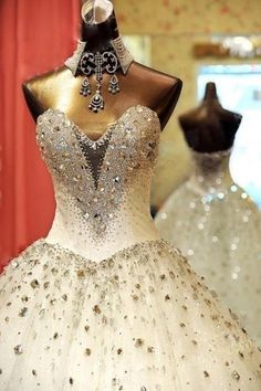 Sexy wedding dresses can contribute too much to enhance the beauty of bride on wedding day. These wedding dresses can look awesome with bridal makeup and Luxury Wedding Dress, Sexy Wedding Dresses, Princess Wedding Dresses, Bridal Dresses, Wedding Gowns, Prom Dresses, Luxury Dress, Evening Dresses, Perfect Wedding