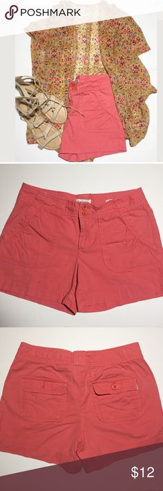 """Calvin Klein Women's Riley Shorts Calvin Klein Womens Riley Casual Shorts These shorts are amazing for an everyday casual style with some sneaks  or spice them up with some heels for a more dressed look.  Approximate Measurements (may vary by 0.5"""") Waist: 31"""" Inseam: 4"""" Rise: 8.5""""  Thanks for looking! Calvin Klein Shorts"""