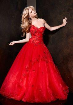 Abiti da sposa colorati: foto e immagini Vestito da sposa rosso di Alessandro Couture  Abito rosso con bustino chic.