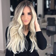 colori capelli Which version of this super blonde do you prefer: 2 or By c . Blonde Ombre Hair, Best Ombre Hair, Strawberry Blonde Hair Color, Blonde Hair Looks, Ombre Hair Color, Blonde Balayage, Hair Color And Cut, Hair Highlights, Hair Inspiration