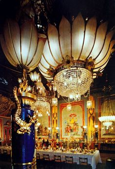 Interior of The Royal Pavilion, Brighton, East Sussex: The Banquet Hall Brighton Sussex, Brighton England, Brighton And Hove, East Sussex, Chinoiserie, Images Of England, Royal Pavilion, Antique Chandelier, Chandeliers