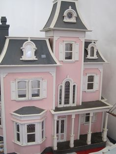 dream doll house-I have always wanted to do the interior of a dollhouse-this would be perfect. Pink Dollhouse, Dollhouse Dolls, Dollhouse Miniatures, Vitrine Miniature, Miniature Houses, Miniature Dolls, Pink Houses, Little Houses, Dream Houses