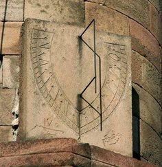 Relógio do Sol em um antigo minarete, Erzurum, Turkey