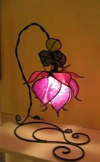 I found 'Custom Made/ Hand Made Italian Purple Rose Lamp' on Wish, check it out! Perfect for my beauty and the beast themed bedroom Flower Lamp, Flower Lights, Flower Table, Flower Pendant, Diy Lampe, Deco Nature, Stained Glass Lamps, Tiffany Lamps, Unique Lighting
