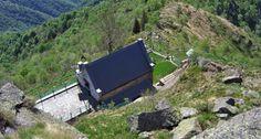 RIFUGIO SPANNA OSELLA - Il Rifugio Spanna Osella (o della Res) è un rifugio situato in comune di Varallo (VC), in Valsesia, nelle Alpi Pennine, a 1623 m s.l.m. Sorge poco ad est del punto culminate del Bec d'Ovaga (o La Res).