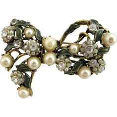 New Listing - Hollycraft Faux Pearl Bow Pin