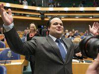 April 2012  Tweede Kamer stemt vlot in met bezuinigingsakkoord