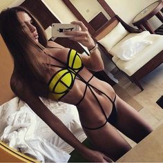 Immagine tramite We Heart It https://weheartit.com/entry/173920806 #brown #girl #Hot #outfit #summer #yellow #swag
