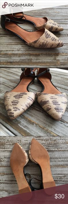 Madewell   Strappy Flats These shoes are very pretty 😍 they are 6.5, but they do run a tad small & are best for more narrow feet. Snakeskin like print - cream & black - on upper. Buckles are silver. Points are perfect as well as backs & soles look great. There is remnants of sticker still. The sole lining at toes had started to come loose & fold up a bit. A little super glue fixed that issue for the most part, but the 4th photo does the best to show the inside. Overall, love these shoes…