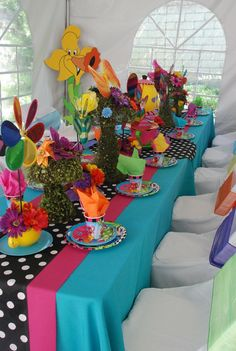 Table at a Alice in Wonderland Party #aliceinwonderland #partytable