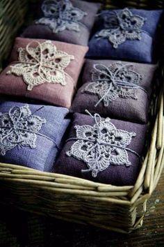 Lavender sachet with crochet doily Lavender Crafts, Lavender Bags, Lavender Sachets, Lavender Oil, Lavender Pillow, Lavender Recipes, Lavender Ideas, Scented Sachets, Lavender Garden