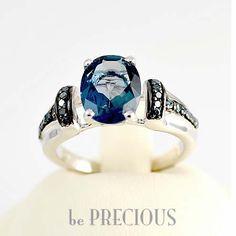 Inel cu Topaz si Diamante albastre Topaz, Sapphire, Engagement Rings, Jewelry, Diamond, Rings For Engagement, Jewellery Making, Wedding Rings, Jewels
