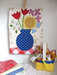 Learn raw-edge appliqué tips and create your own mini-quilt with a free pattern. Sewing Appliques, Applique Patterns, Applique Quilts, Sewing Patterns Free, Quilt Patterns, Free Pattern, Applique Ideas, Free Sewing, Sew Mama Sew