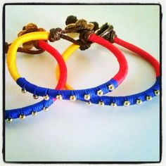 Lindas pulseras tricolor Paracord, Bracelets, Handmade, Crafts, Jewelry, Pearl Necklaces, Stud Earrings, Bracelet Tutorial, Wire Jewelry