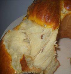 Bine ati venit in Bucataria Romaneasca Ingrediente: -80 g unt -500 g faina -200 g fructe uscate (stafide,goji,ananas,coaja portocala confiata) -250 ml lapte -1 ou intreg+2 galbenusuri -150 g zahar
