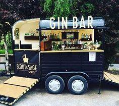 Gin bar pop up food truck Coffee Carts, Coffee Truck, Mobile Bar, Mobile Food Cart, Mobile Food Trucks, Kombi Food Truck, Foodtrucks Ideas, Horse Box Conversion, Bar Deco
