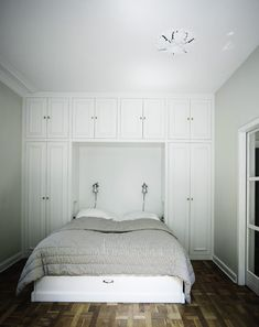 Decorate your room in a new style with murphy bed plans Built In Bedroom Cabinets, Bedroom Built Ins, Bedroom Storage, Wardrobe Cabinets, Bedroom Wardrobe, Home Bedroom, Bedroom Decor, Bedroom Ideas, Bedrooms